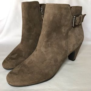 NWOT Sam Edelman taupe suede ankle boots